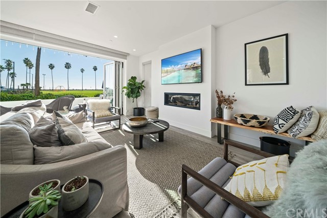 Photo of 924 E Oceanfront, Newport Beach, CA 92661