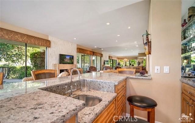 4 Exeter Court, Rancho Mirage CA: http://media.crmls.org/medias/656288a9-9d7c-4d82-8995-51de2ec9c569.jpg