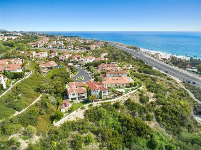 26 Sandy Cove, Newport Coast CA: http://media.crmls.org/medias/656fb11e-6d2d-4c28-b54d-54537371d623.jpg