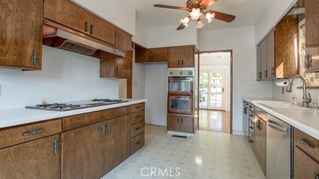 990 E Howard Street, Pasadena CA: http://media.crmls.org/medias/65a52335-4931-471a-b737-9bb701e94668.jpg