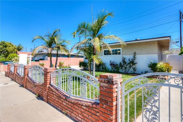 2617 S Olive Street Santa Ana, CA 92707 is listed for sale as MLS Listing IG18093038