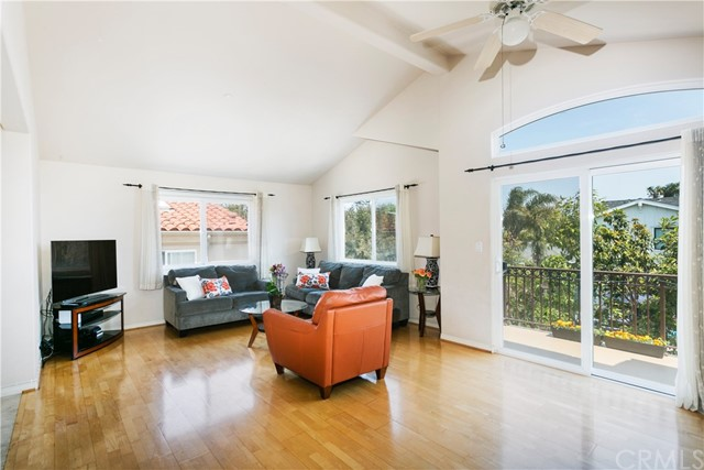 Additional photo for property listing at 1525 Artesia Boulevard D  Manhattan Beach, Калифорния,90266 Соединенные Штаты