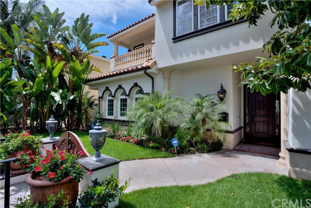 Single Family Home for Rent at 333 Poppy Avenue Corona Del Mar, California 92625 United States