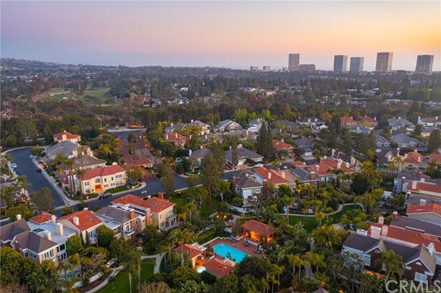 17 Rockingham Drive, Newport Beach CA: http://media.crmls.org/medias/661f2d5a-9fc2-4e6a-860d-caab98f92a5d.jpg