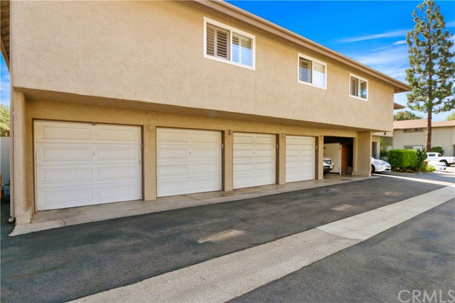 9565 Bickley Drive, Huntington Beach CA: http://media.crmls.org/medias/664d8544-000f-4401-95b7-5871b6a92185.jpg