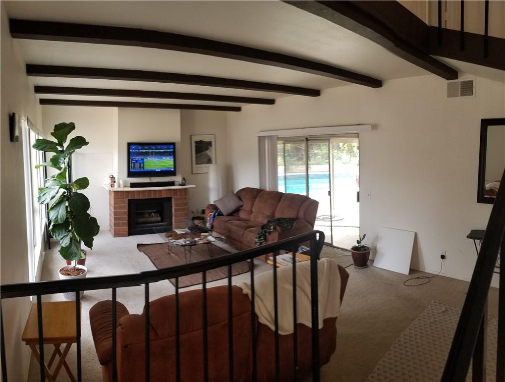 941 Baron Place, Escondido CA: http://media.crmls.org/medias/6660dedb-522e-4dbc-bb51-819927623419.jpg
