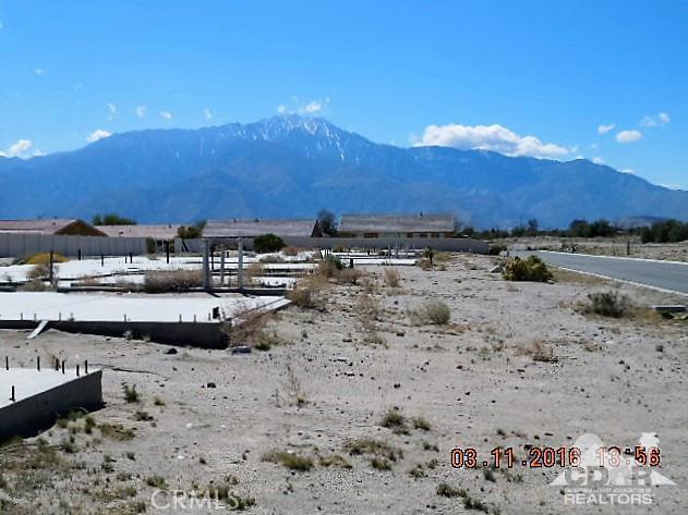 11339 Bald Eagle Lane, Desert Hot Springs CA: http://media.crmls.org/medias/66880b46-23da-472e-89f0-4cba696487fe.jpg