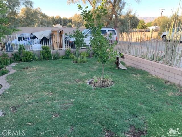 31621 Date Garden Drive, Thousand Palms CA: http://media.crmls.org/medias/66a2b24b-8b80-43f1-9465-47898c5e7bfa.jpg