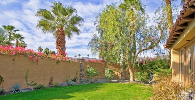46180 Cypress Estates Court, Palm Desert CA: http://media.crmls.org/medias/66ba6e16-7429-47a0-9cc4-4adaad1ade2e.jpg