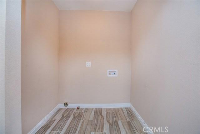 1622 E 40th Place, Los Angeles CA: http://media.crmls.org/medias/66bf55f9-b970-47ba-bbdb-fb4aaa6861b3.jpg