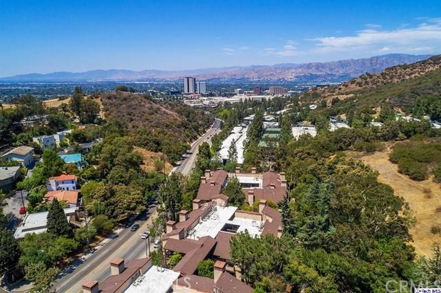 3480 Barham Boulevard, Hollywood Hills East CA: http://media.crmls.org/medias/66c8cec9-af3d-4ce3-9ddf-580aabff25d5.jpg