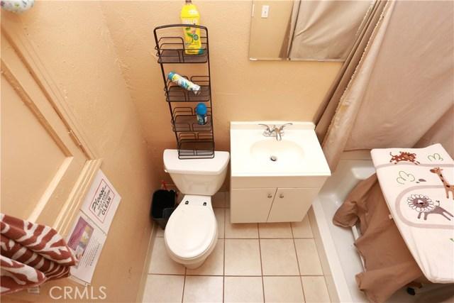 2618 W Florence Avenue, Los Angeles CA: http://media.crmls.org/medias/66d24c72-2fb2-4a42-bdcb-0a96c68aeac6.jpg