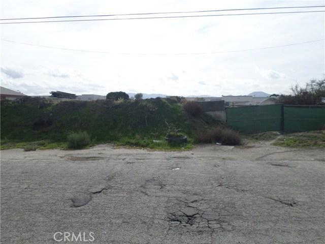 781 E Santa Fe Street, San Bernardino CA: http://media.crmls.org/medias/66d85da3-6042-40fe-82f9-c1f29a801706.jpg