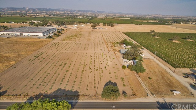 Property for sale at 5175 Airport Road, Paso Robles,  CA 93446