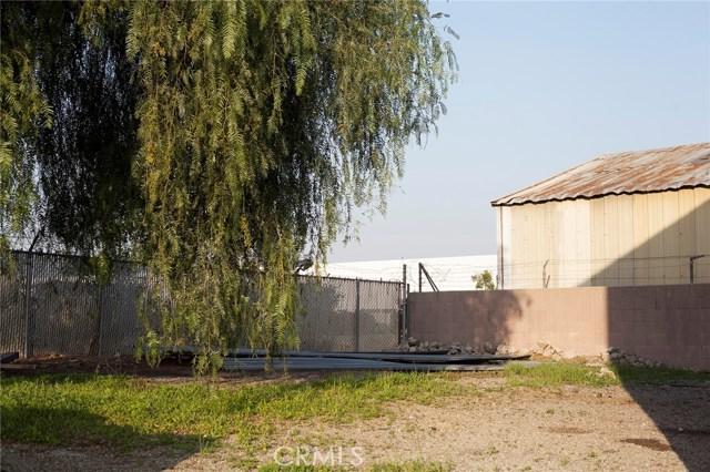 10479 Alder Avenue, Bloomington CA: http://media.crmls.org/medias/66e3955d-4663-435a-b662-382a6eb4075d.jpg