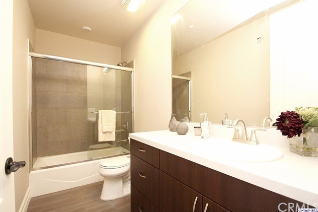 201 N Reese Place Unit 104 Burbank, CA 91506 - MLS #: 317005840