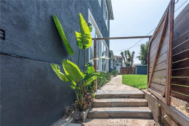 1817 Cochran Place, Los Angeles CA: http://media.crmls.org/medias/67189197-cdea-45bd-896e-56a6ccb130c9.jpg