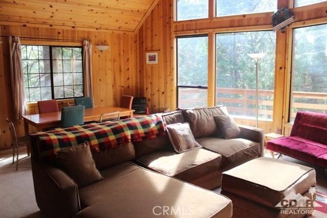 23076 Oak Leaf Lane, Idyllwild CA: http://media.crmls.org/medias/67481dfd-342f-4b8a-a025-6c053e35dab8.jpg
