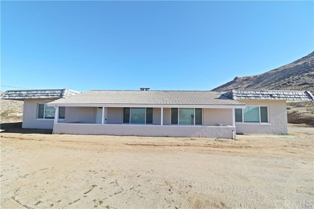 Detail Gallery Image 1 of 21 For 16511 Sylvan Rd, Apple Valley, CA 92307 - 3 Beds | 1 Baths