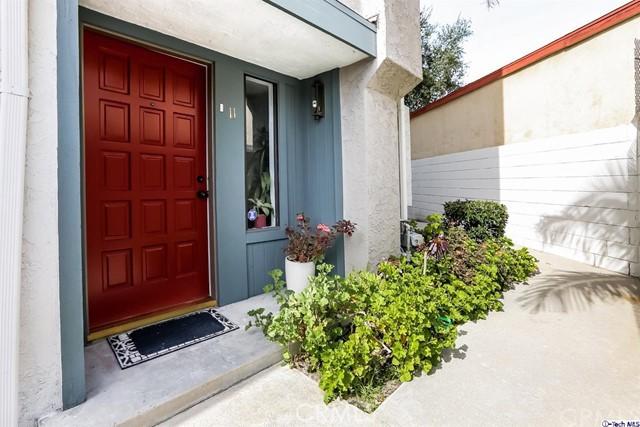 2809 Montrose Avenue, Glendale CA: http://media.crmls.org/medias/67504976-cb81-4526-b0d1-a981fe259d56.jpg