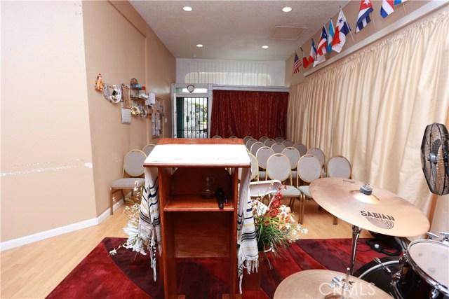 2618 W Florence Avenue, Los Angeles CA: http://media.crmls.org/medias/675651c0-e96c-4237-9d1a-a9511ec66eac.jpg