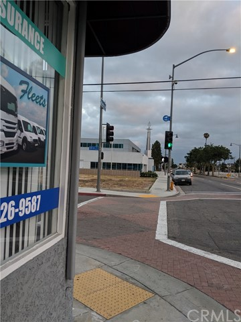 607 E 59th Street, Long Beach CA: http://media.crmls.org/medias/675c0a2f-3233-491a-9687-d5dda046d32e.jpg