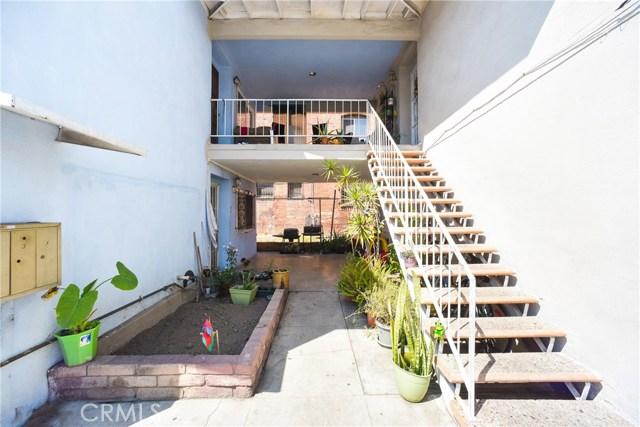 1340 S Union Avenue, Los Angeles CA: http://media.crmls.org/medias/679b1d84-bea7-404a-9a2c-c62c353f3bbc.jpg