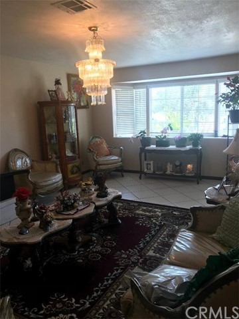 17994 W Kenwood Avenue, San Bernardino CA: http://media.crmls.org/medias/67c502ef-693e-4792-8792-30c5ab613768.jpg
