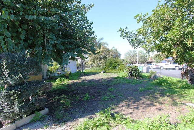 Single Family Home for Sale at 206 Andres Place S Santa Ana, California 92704 United States