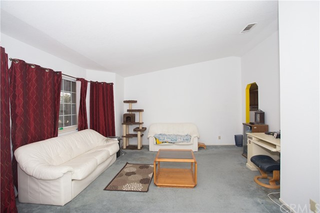 16926 Ouray Road, Apple Valley CA: http://media.crmls.org/medias/67ecaf76-dbe7-4282-8544-121ae4323d30.jpg