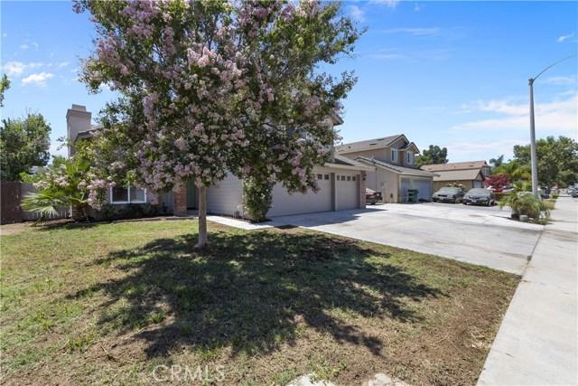 25165 Slate Creek Drive, Moreno Valley CA: http://media.crmls.org/medias/680d1e2a-d48c-4535-ae2a-756c7d923879.jpg