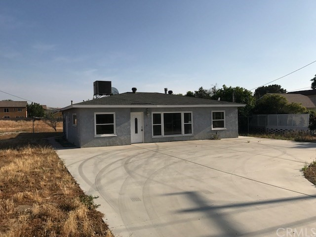 Single Family Home for Sale at 2174 Nice Avenue Mentone, California 92359 United States