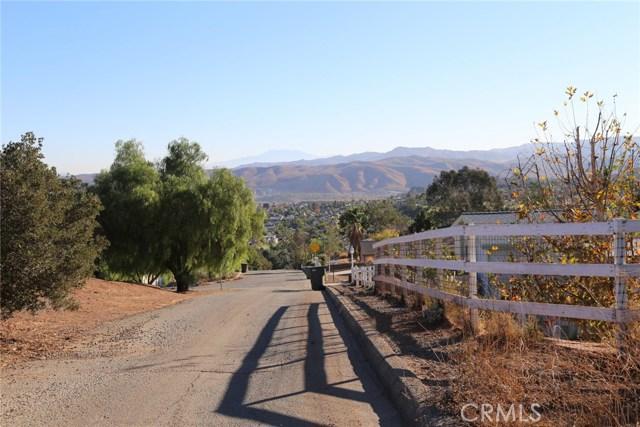 1709 Galloway Lane, Corona CA: http://media.crmls.org/medias/68698f76-4aff-45ca-b5c0-ea1cd7096247.jpg