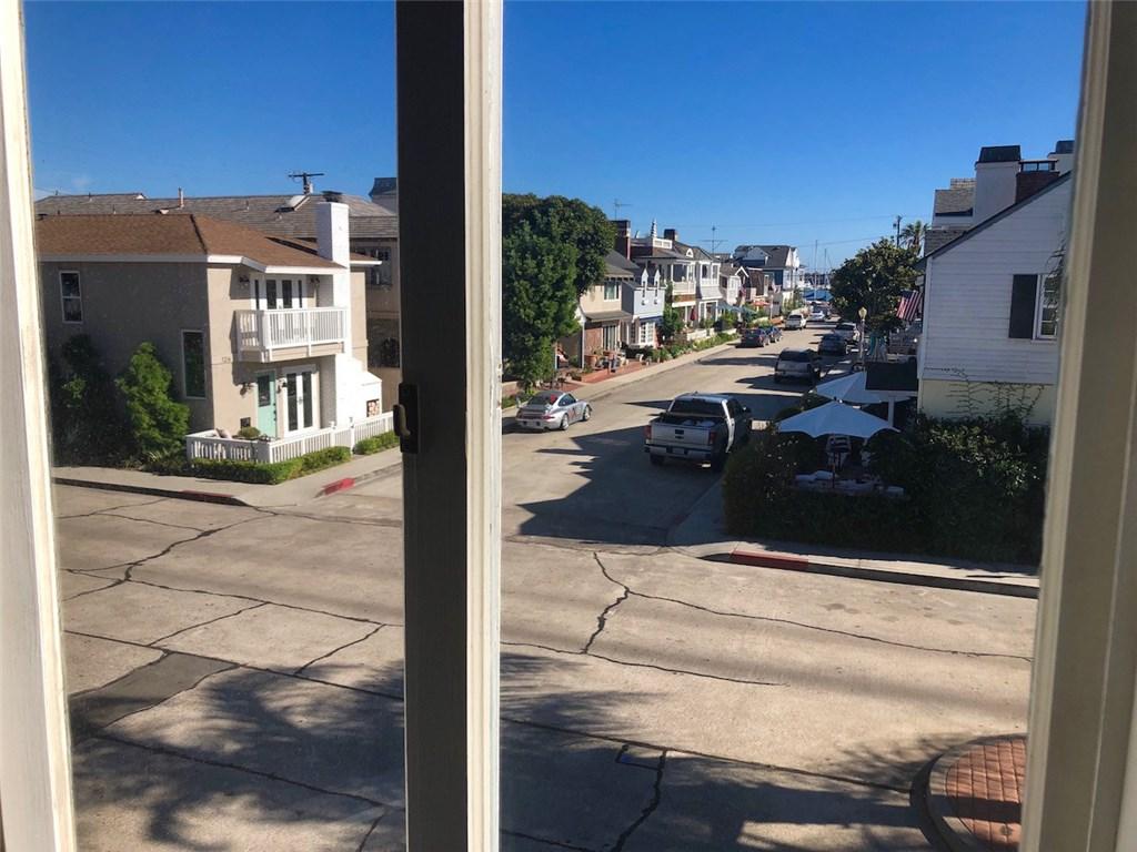 201 Diamond Avenue, Newport Beach CA: http://media.crmls.org/medias/68c78942-ec21-4858-9ca3-aecfdac4d859.jpg
