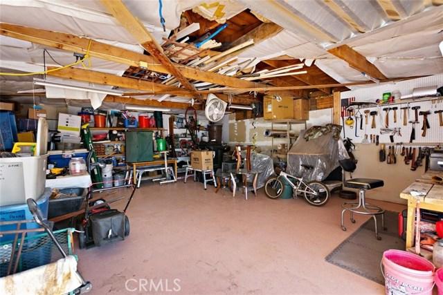 16498 Villa Drive, Victorville CA: http://media.crmls.org/medias/68cb837d-dbce-40e0-bd28-c3dc94f31412.jpg