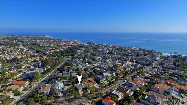 211 W Avenida Valencia, San Clemente CA: http://media.crmls.org/medias/68d87965-ea79-41d8-934b-a19e50e4feac.jpg