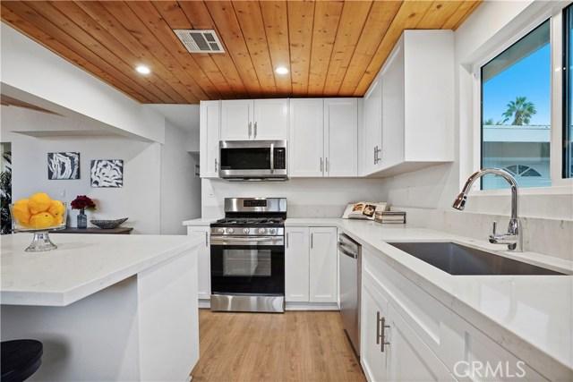 16321 Vincennes Street, North Hills CA: http://media.crmls.org/medias/68f784c4-158e-47dd-95a9-17bd58206e2c.jpg