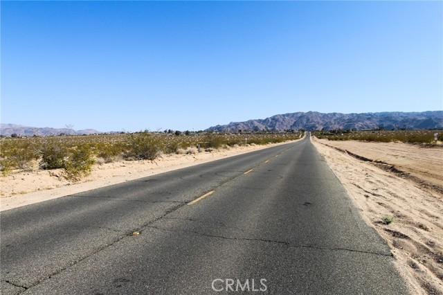 19 Mesquite Springs Road, 29 Palms CA: http://media.crmls.org/medias/690b7a46-ddf0-4235-9f09-e59c70fca06f.jpg
