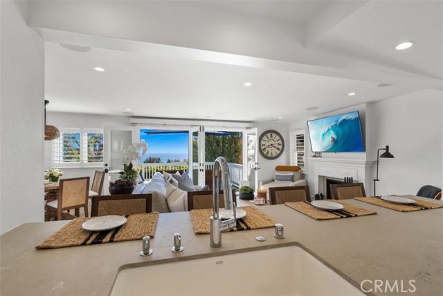274 Upland Road, Laguna Beach CA: http://media.crmls.org/medias/691c5c8f-4817-4e44-88b4-d39480625673.jpg