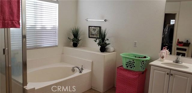 13223 La Crescenta Avenue, Oak Hills CA: http://media.crmls.org/medias/69358996-7b7f-4f77-8afd-ab21b7b9ffbf.jpg