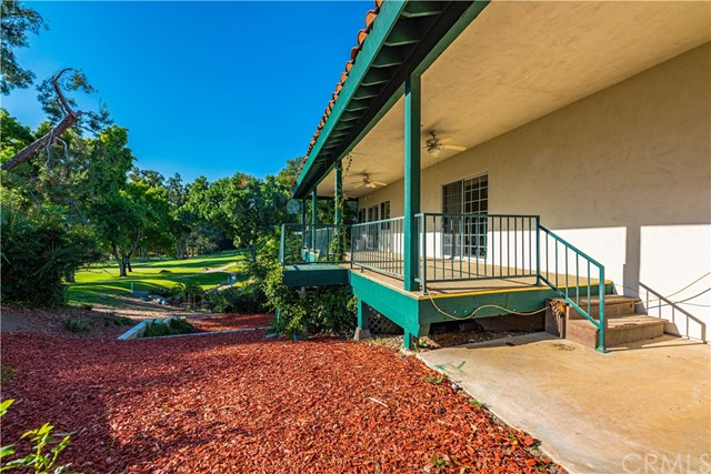 31210 Emperor Drive, Canyon Lake CA: http://media.crmls.org/medias/6943edae-51f2-432c-89b5-9ba36a84e621.jpg