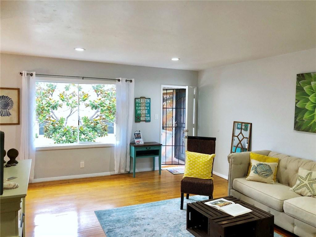 100 Cerritos Avenue, Long Beach CA: http://media.crmls.org/medias/6962fb85-e658-45e4-b6c0-2d137588058f.jpg