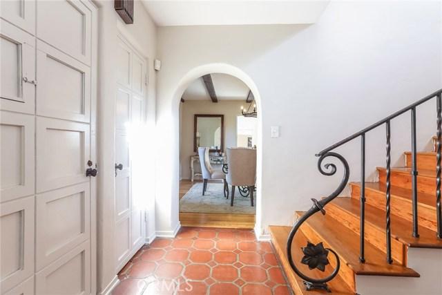 1661 La Cresta Drive, Pasadena CA: http://media.crmls.org/medias/69663079-d60b-4b24-9b78-85c6c2356f64.jpg