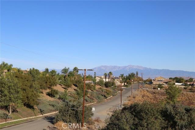 1709 Galloway Lane, Corona CA: http://media.crmls.org/medias/69695e22-b078-4a49-a81c-c7451d2b759c.jpg