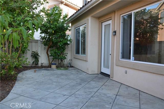 32 Santa Victoria Aisle, Irvine CA: http://media.crmls.org/medias/69785791-8ff1-4b43-b020-4a00029d3131.jpg