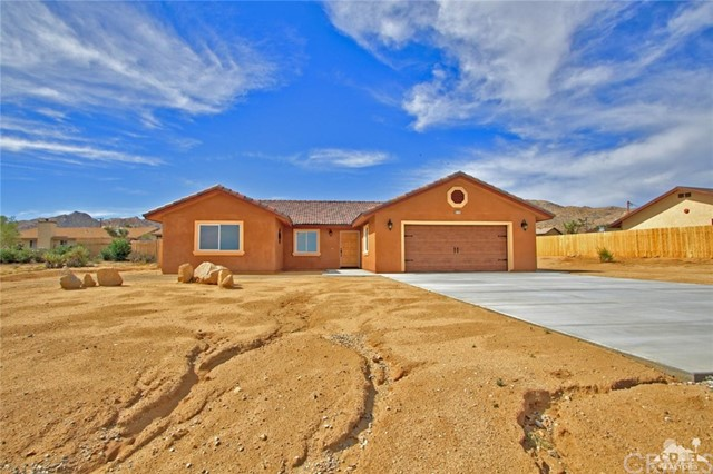 61755 Navajo, Joshua Tree CA: http://media.crmls.org/medias/6978b44e-92d3-4b61-9793-c567148d5746.jpg