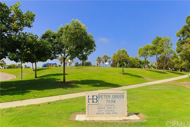 18611 Park Ridge Lane, Huntington Beach CA: http://media.crmls.org/medias/69882065-2e0e-4a4a-95a5-522a0876b0a8.jpg