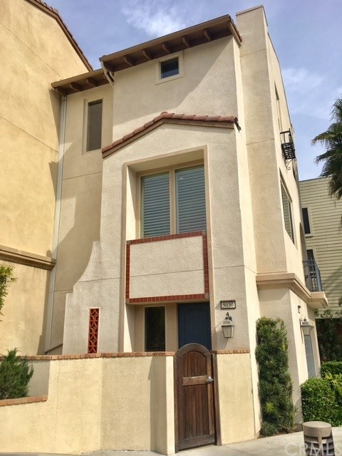 Townhouse for Sale at 5030 Mosaic Court Eagle Rock, California 90041 United States