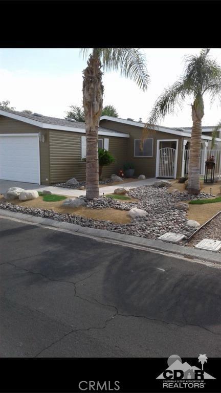 15300 Palm Drive, Desert Hot Springs CA: http://media.crmls.org/medias/69bd61e5-010b-4363-bb1a-406e1071d643.jpg