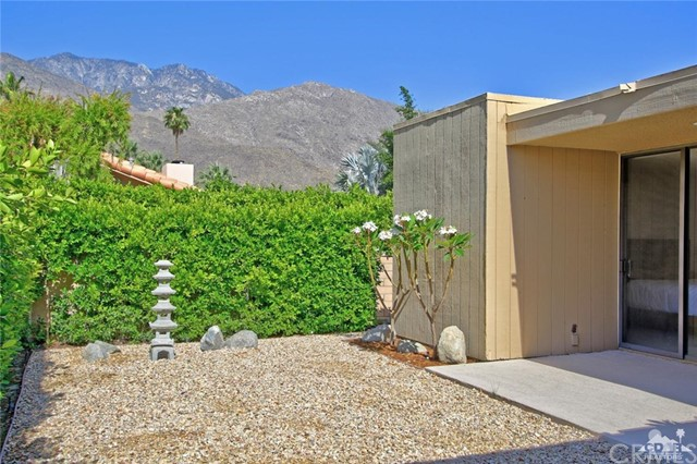 1350 Marion Way, Palm Springs CA: http://media.crmls.org/medias/69be9657-c1cb-4c05-9105-46c935339f01.jpg